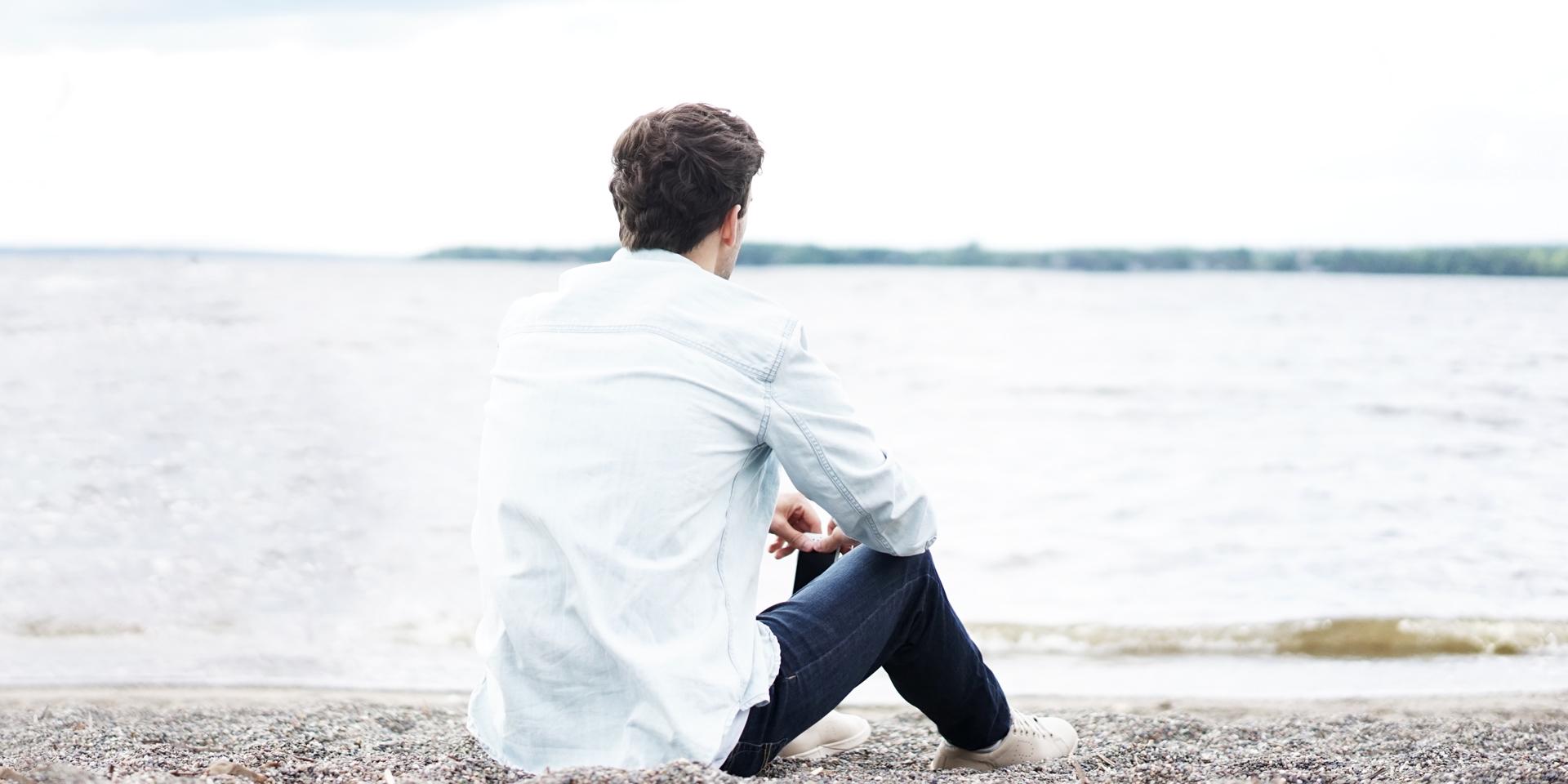 Mann allein, Blick auf See,© pixabay/pexels